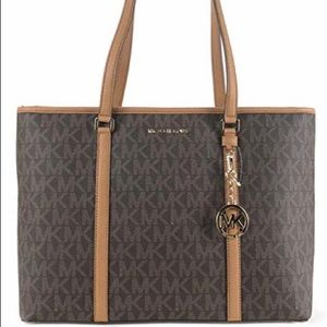 Women's, Micheal Kors, tote bag. AUTHENTIC!!